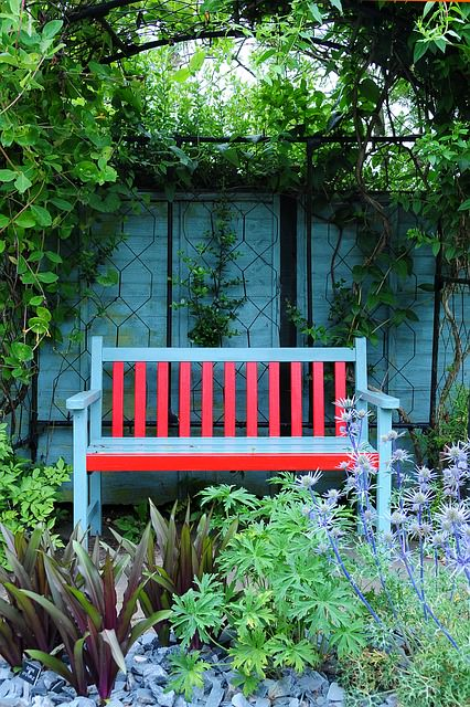 9 Optical Tricks That Really Make Your Small Backyard Look Bigger - Bring intimacy to your small space, Australian Outdoor Living.