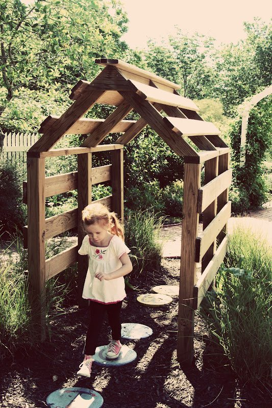 Pallet cubby tunnel