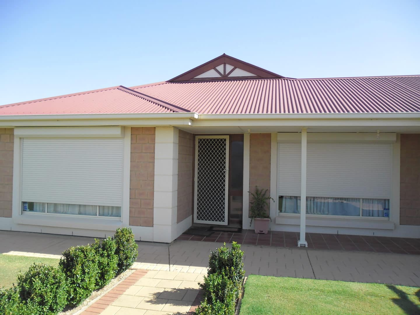 How to properly maintain your roller shutters - How to clean your Roller Shutters, Australian Outdoor Living.